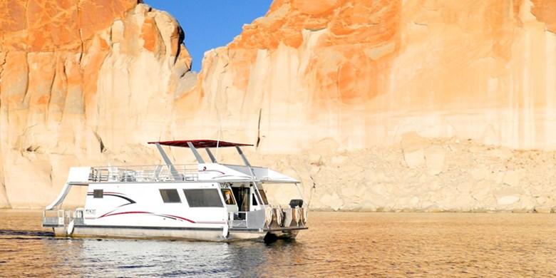 Economy Houseboat Rentals at Lake Powell Resorts & Marinas in AZ & UT