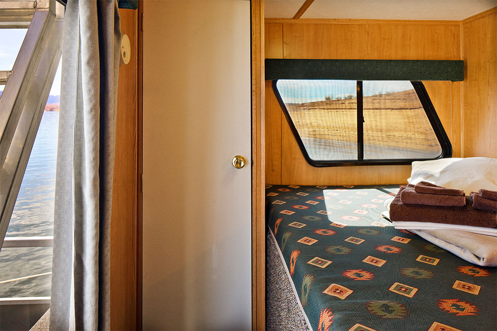 Adventurer Houseboat Bedroom