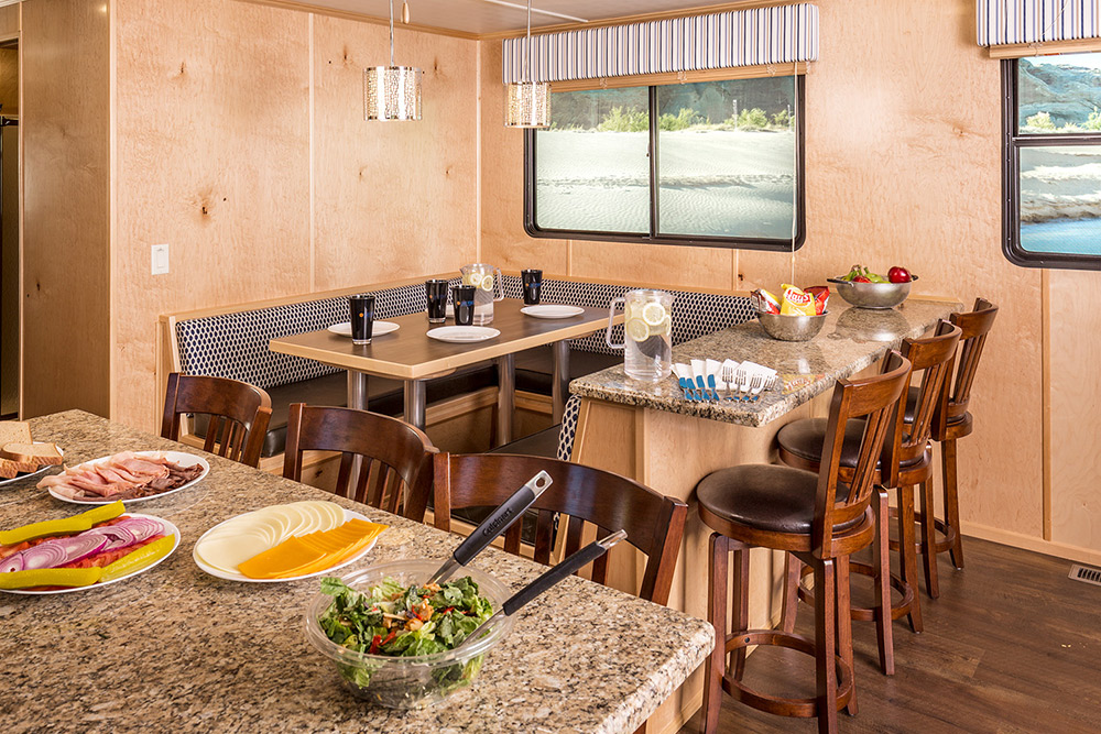 The Wanderer Houseboat - Dining