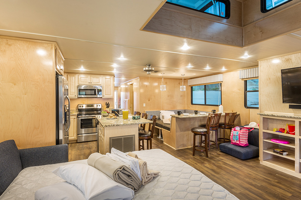 The Wanderer Houseboat - Bed Conversions