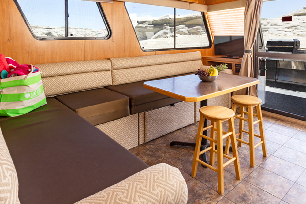 Adventurer Houseboat - Dining