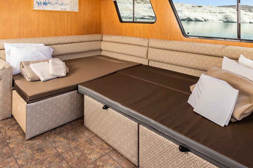 Adventurer Houseboat - Convertible Bed
