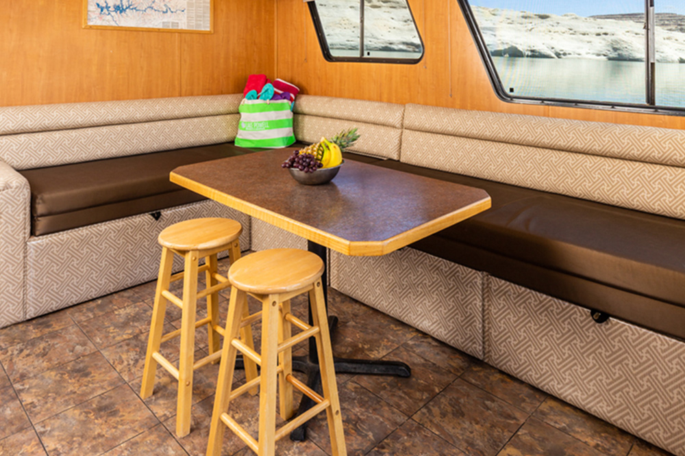 Voyager Houseboat - Dining