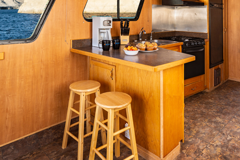 Voyager Houseboat - Kitchen